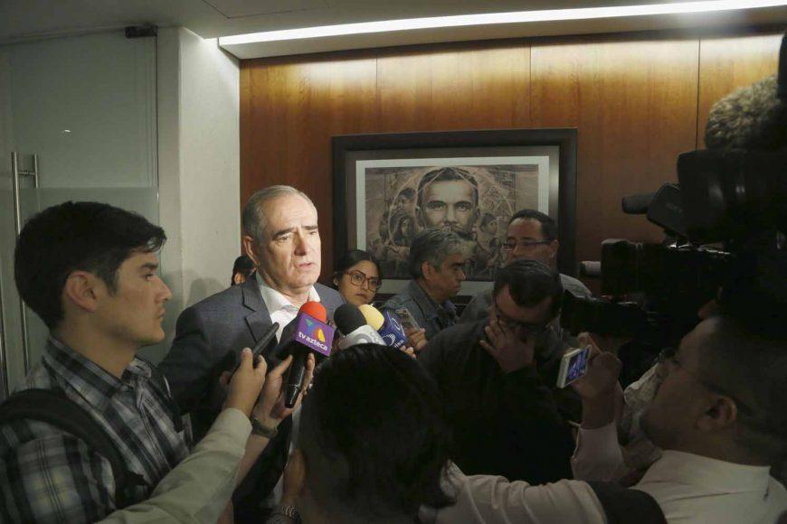 Senador Julen Rementería Del Puerto al ser entrevistado