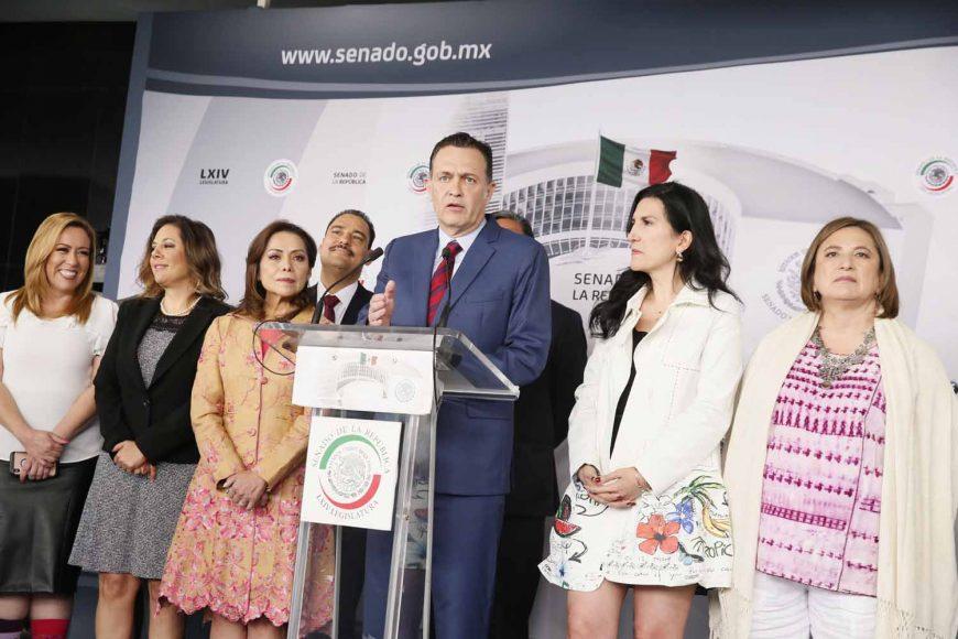 Conferencia de prensa concedida por las y los senadores del PAN, encabezados por el coordinador, Mauricio Kuri González, y acompañados por el senador de MC, Clemente Castañeda Hoeflich.