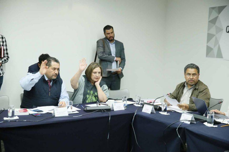 La senadora Xóchitl Gálvez Ruiz y el senador Víctor Fuentes Solís, durante la reunión de trabajo de la Comisión de Zonas Metropolitanas y Movilidad.