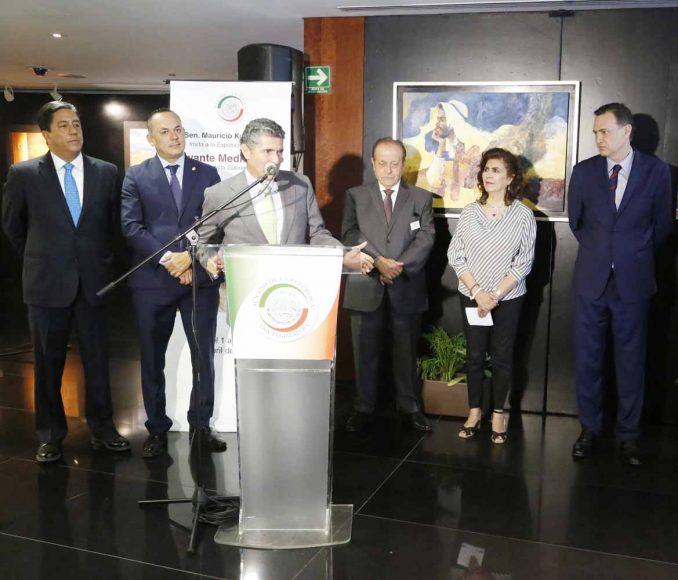 Senador Mauricio Kuri González, durante la inauguración de la exposición pictórica