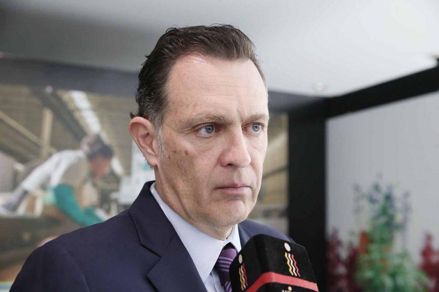 El senador Mauricio Kuri González, Coordinador de las y los senadores del PAN, al ser entrevistado, en el Senado de la República.