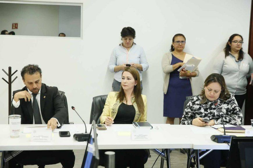 El senador panista Víctor Fuentes Solís y la senadora Gloria Núñez Sánchez, durante las Comisiones Unidas de Desarrollo Urbano, Ordenamiento Territorial y Vivienda, y de Estudios Legislativos, Segunda