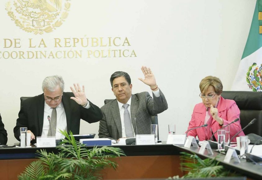 El senador panista Marco Antonio Gama Basarte, durante su participación en la reunión de la comisión de Educación.