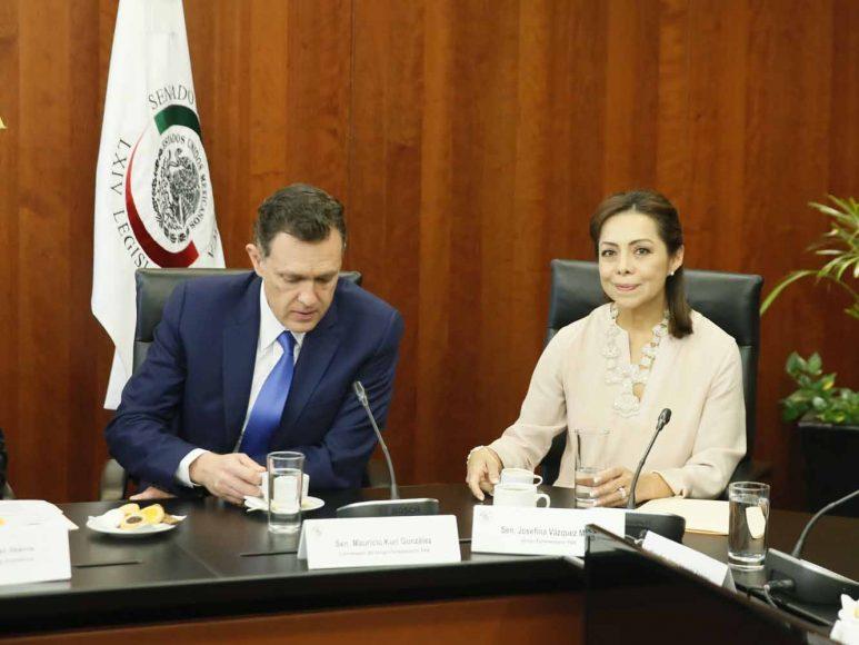 El coordinador del PAN, Mauricio Kuri González, y la senadora Josefina Vázquez Mota, durante la reunión de la Junta de Coordinación Política del Senado.