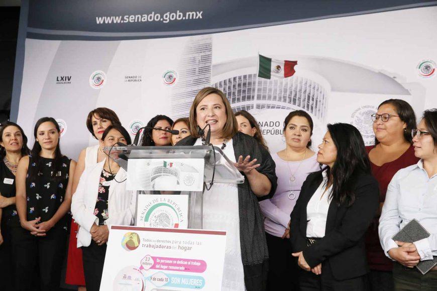 Senadora Xóchitl Gálvez Ruiz, durante su participación en la conferencia de prensa conjunta con legisladoras de otros partidos, así como integrantes de organizaciones civiles, para hablar sobre el dictamen en materia de personas trabajadoras del hogar.