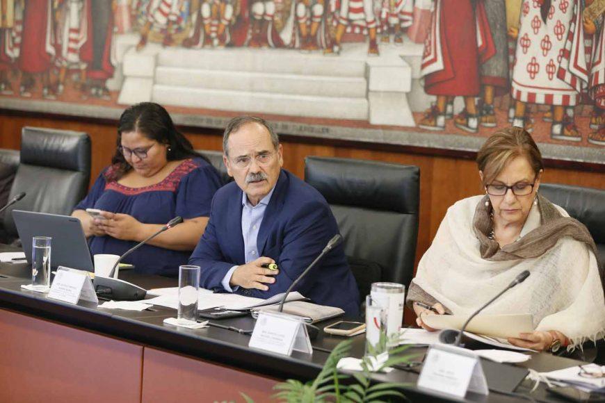 Las senadoras Alejandra Reynoso Sánchez, Josefina Vázquez Mota, y el senador Gustavo Madero Muñoz, durante la reunión de las Comisiones unidas de Relaciones Exteriores y de Relaciones Exteriores, América Latina y El Caribe.