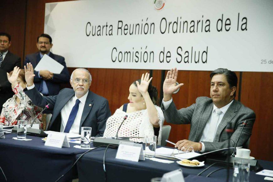 Las senadoras Alejandra Reynoso Sánchez, Martha Márquez Alvarado, y el senador Marco Gama Basarte, durante la reunión de trabajo de la Comisión de Salud.