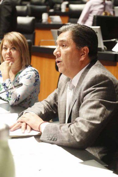 Senador Marco Gama Basarte, al participar desde su escaño