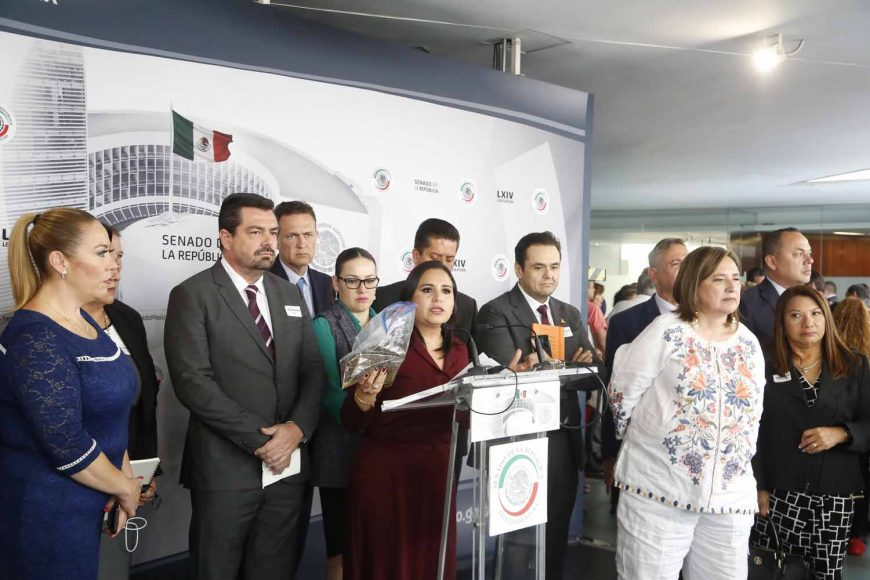 Conferencia de prensa ofrecida por la senadora Mayuli Latifa Martínez Simón, acompañada por senadoras y senadores de su Grupo Parlamentario, así como de otros Grupos y empresarios del sector turístico de Quintana Roo.