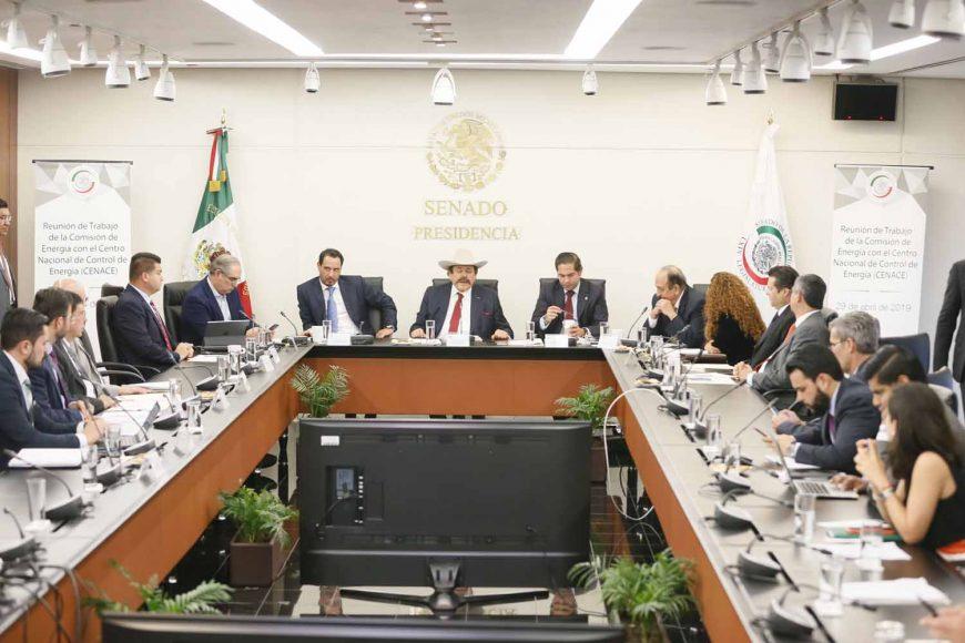 Los senadores del PAN Julen Rementería del Puerto, Ismael García Cabeza de Vaca y Raúl Paz Alonzo, durante la reunión de trabajo de la Comisión de Energía.