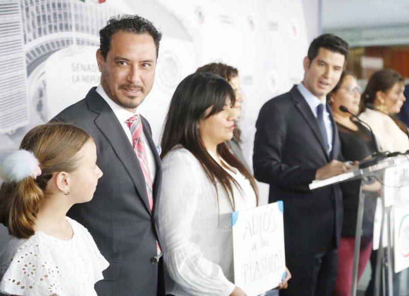 Senador Raúl Paz Alonzo, durante su participación de conferencia de prensa.