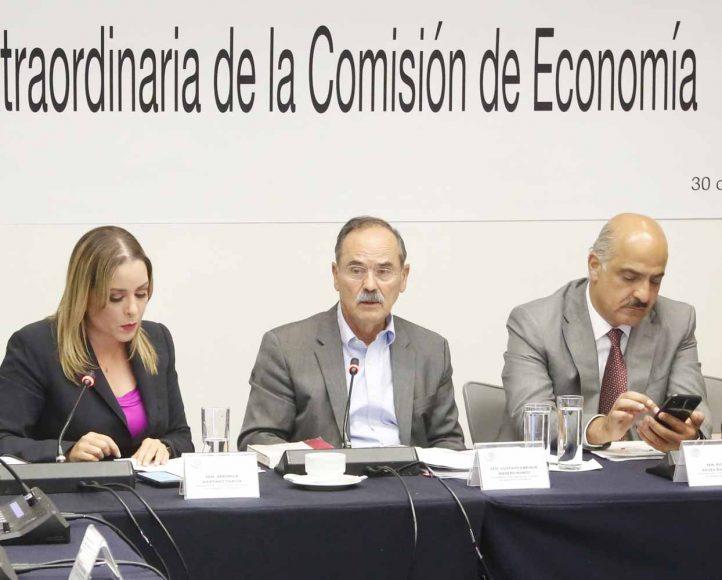 Senador Gustavo Madero Muñoz al presidir la reunión de trabajo de la de la Comisión de Economía
