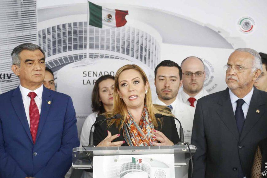 Participación de la senadora del PAN Alejandra Reynoso Sánchez en conferencia de prensa para referirse a la situación que atraviesan los médicos durante su residencia en hospitales y clínicas del país.
