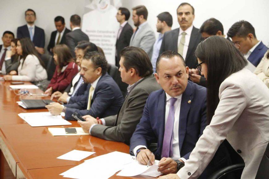 Senador Erandi Bermúdez, durante la reunión de Comisiones Extraordinarias
