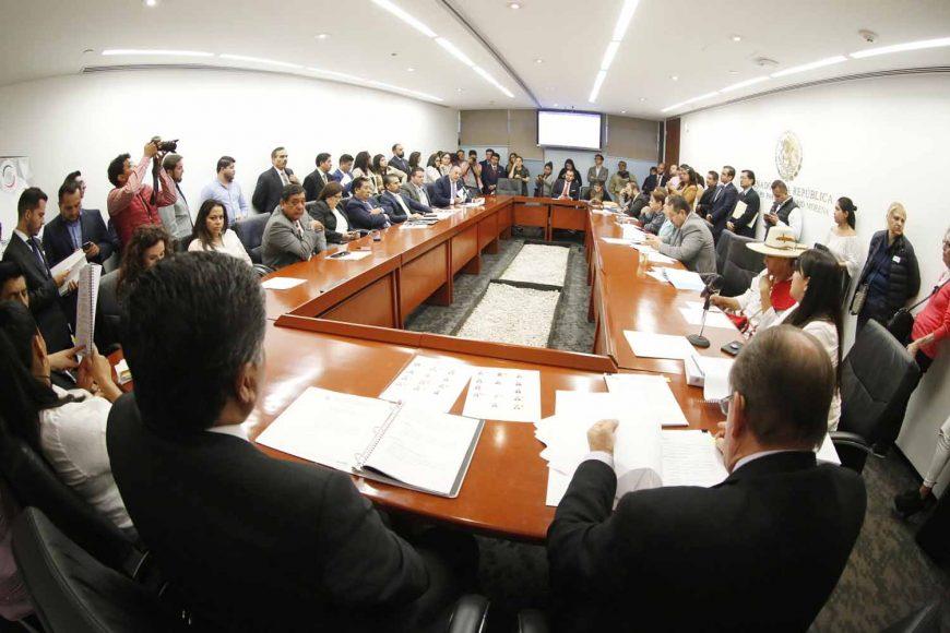 Senador Víctor Fuentes Solís, durante la reunión de Comisiones Extraordinarias