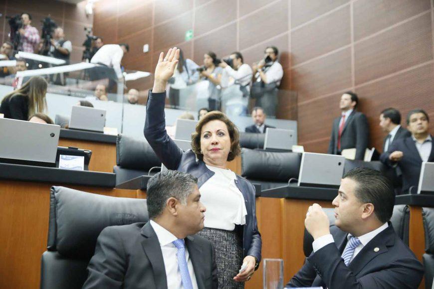 La senadora del PAN Guadalupe Murguía Gutiérrez y los senadores Víctor Fuentes Solís y Damián Zepeda Vidales, integrantes de la Comisión Permanente, durante la sesión.