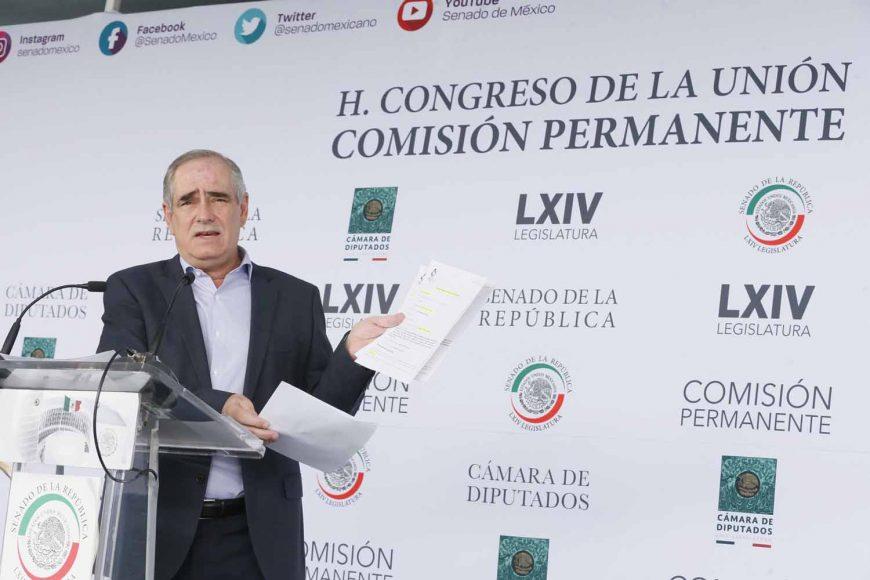 El senador del PAN Julen Rementería del Puerto, en conferencia de prensa para hablar sobre la corrupción en Veracruz.