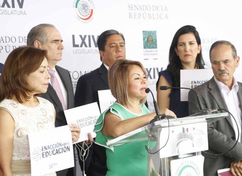 Conferencia de prensa de las y los senadores del PAN, encabezados por el coordinador, Mauricio Kuri González