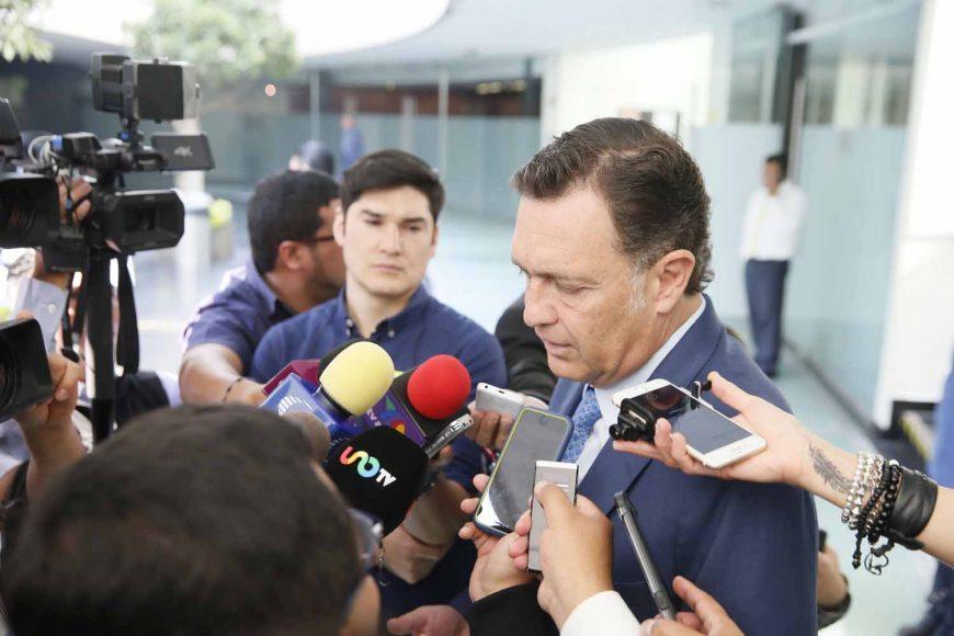 Entrevista concedida por el Coordinador de las y los senadores del PAN, Mauricio Kuri González, previo al inicio de la sesión ordinaria.