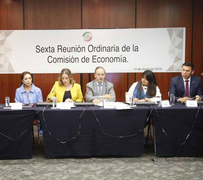 Senador Gustavo Madero Muñoz al presidir la reunión de la Comisión de Economía, en la que participa las senadoras Josefina Vázquez Mota y Minerva Hernández Ramos.