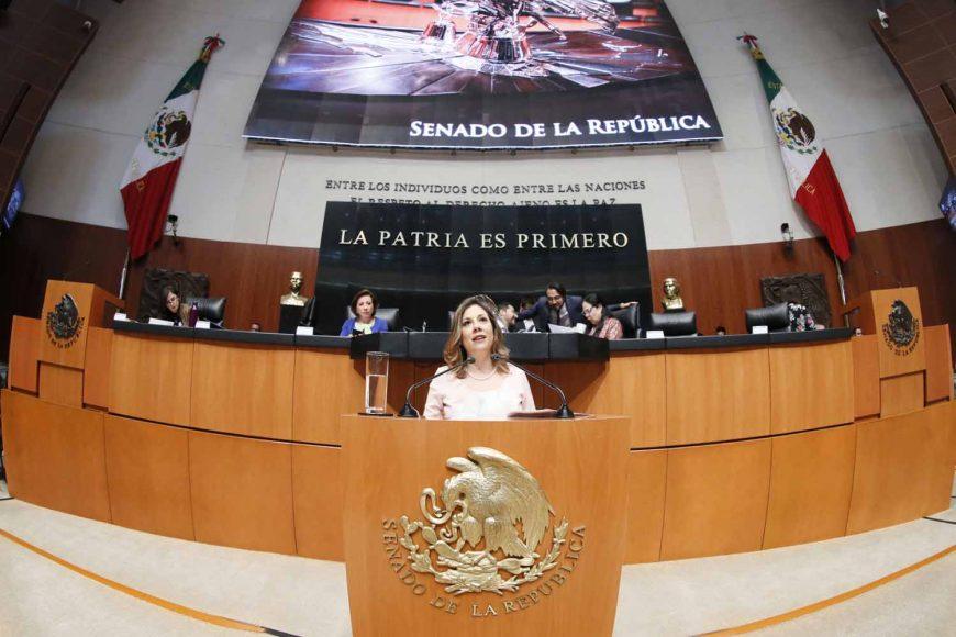 Senadora Gina Cruz, al participar en la discusión de un dictamen en materia de igualdad de género