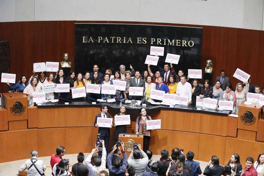 Votación a las reformas a diversos artículos de la Constitución, en materia de paridad de género, en lo general y en lo particular.