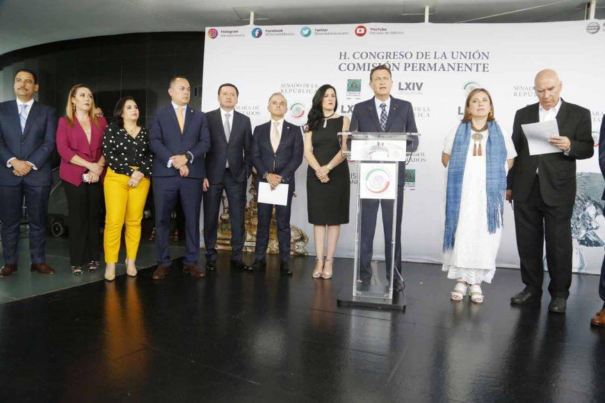Senadores del PAN durante la conferencia de prensa concedida por diversos grupos parlamentarios de PRI, MC y PRD