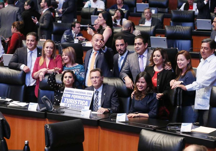 Senadores del PAN durante la votación de diversas leyes en materia de Guardia Nacional.
