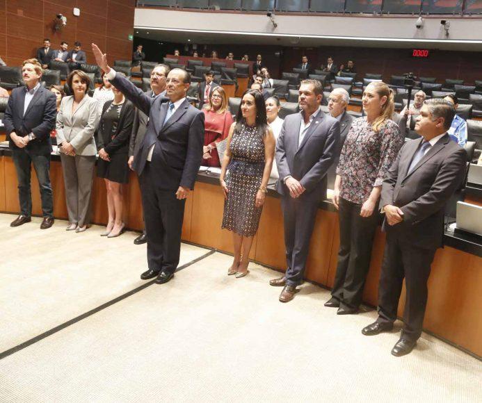 Senadores del PAN durante durante la ratificación de embajador