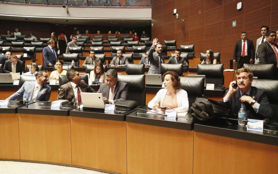 Senadores del PAN durante la sesión solemne por la visita de la directora gerente del Fondo Monetario Internacional, Christine Lagarde.