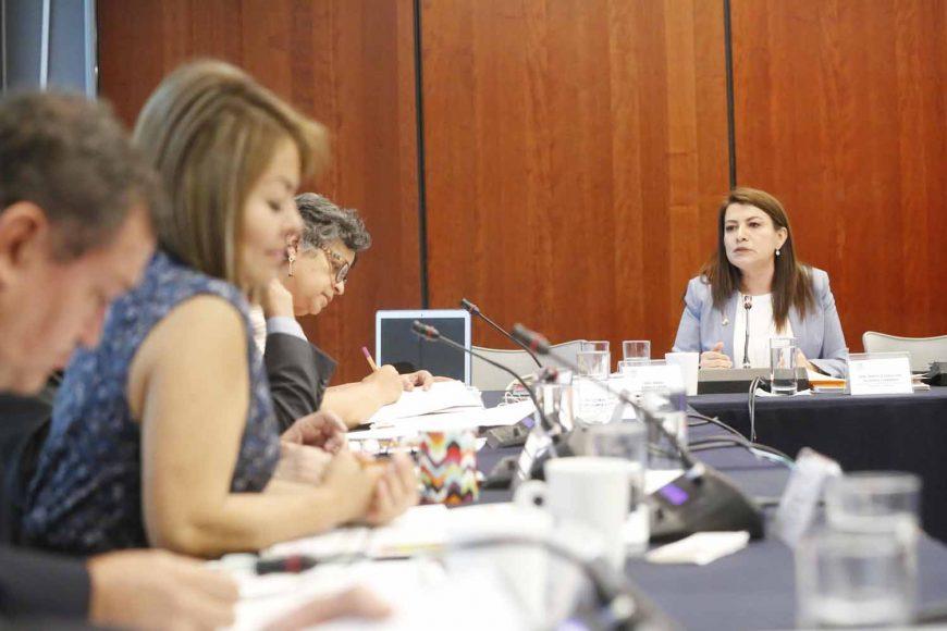 Sen. Guadalupe Saldaña pregunta a Florentino Castro, candidato a Junta para Mejora de la Educación