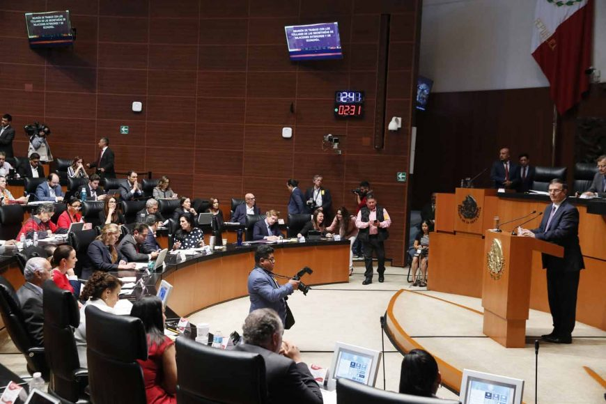 Sesión de la Comisión Permanente, durante la comparecencia de los titulares de las secretarías de Relaciones Exteriores y de Economía.