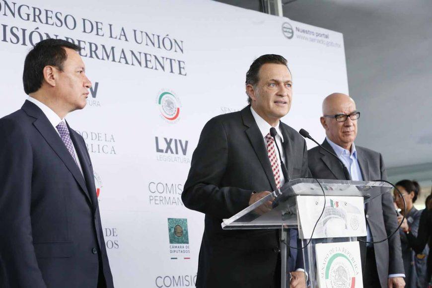 Conferencia de prensa concedida por el coordinador del PAN, Mauricio Kuri González, acompañado de coordinadores de los grupos parlamentarios del PRI, MC y PRD.