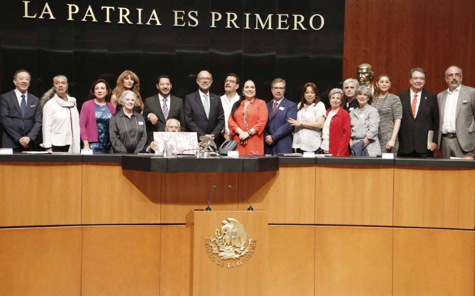 Senadora Guadalupe Murguía aspectos de la sesión de la Comisión Permanente.