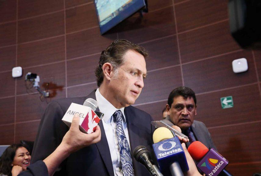 Entrevista al coordinador de las y los senadores del PAN, Mauricio Kuri González, previo al inicio de la sesión de la Comisión Permanente.