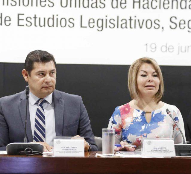Senadora Minerva Hernández en reunión de la Comisión de Hacienda