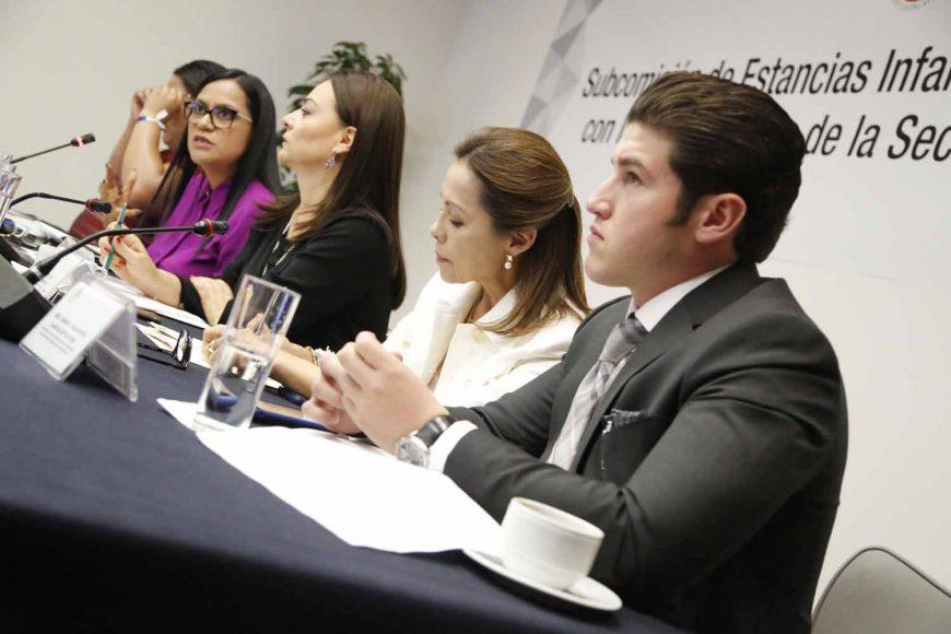Senadora Josefina Vázquez Mota en reunión de la subcomisión de estancias infantiles con la subsecretaria de Bienestar