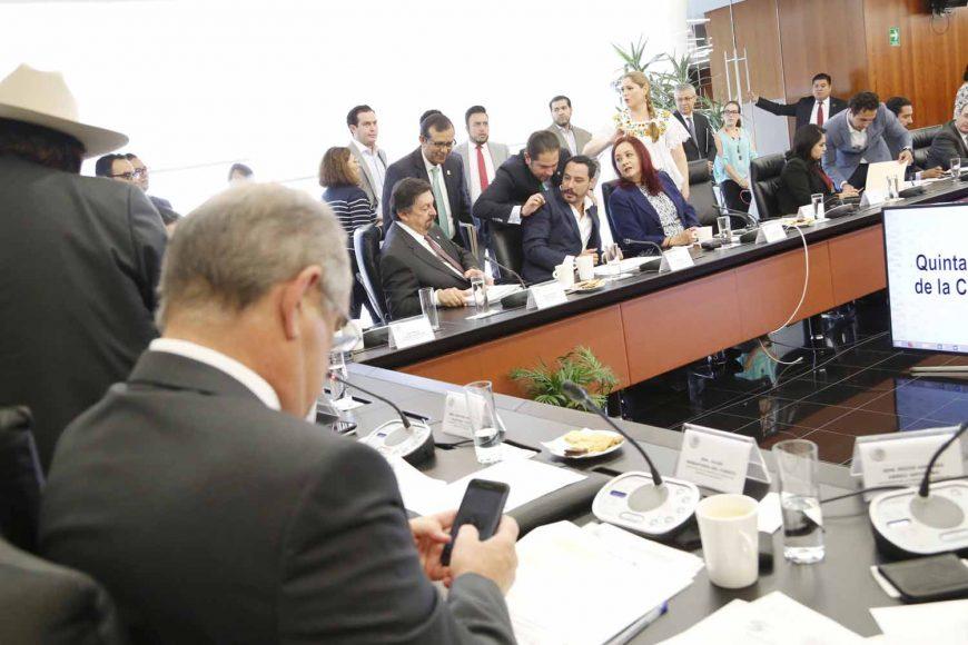 Senador Raúl Paz en reunión de la Comisión de Energía