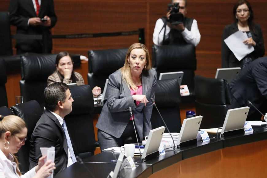 Intervención, desde su escaño, de la senadora Alejandra Reynoso Sánchez para solicitar se aborde el apartado de puntos de acuerdo y no se clausure la sesión y, en ese sentido, discutir el punto de acuerdo por el que se pide una reunión de trabajo con los titulares de la Secretaría de Gobernación y de la Secretaría de Seguridad Pública y Ciudadana.
