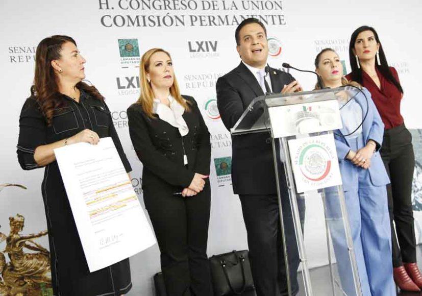 Senadora del PAN Alejandra Reynoso Sánchez, participa en conferencia de prensa.