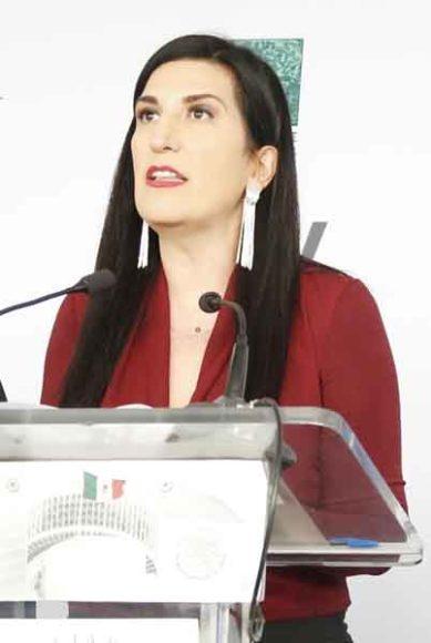 Senadora del PAN Kenia López Rabadán, participa en conferencia de prensa.