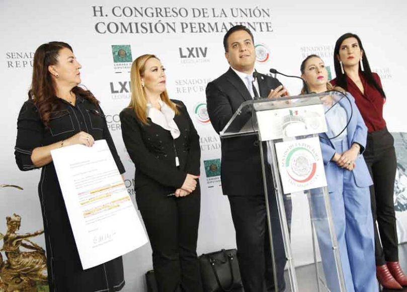 Senador del PAN Damián Zepeda Vidales, participa en conferencia de prensa.