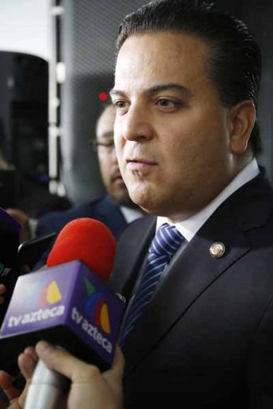 Entrevista concedida por el senador Damián Zepeda Vidales previa al inicio de la sesión.