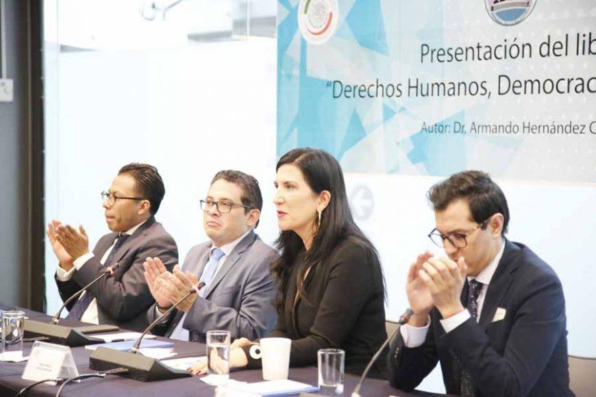 """Participación de la senadora del PAN Kenia López Rabadán, durante la presentación libro: """"Derechos Humanos, Democracia y Desarrollo"""", escrito por el Dr. Armando Hernández Cruz."""