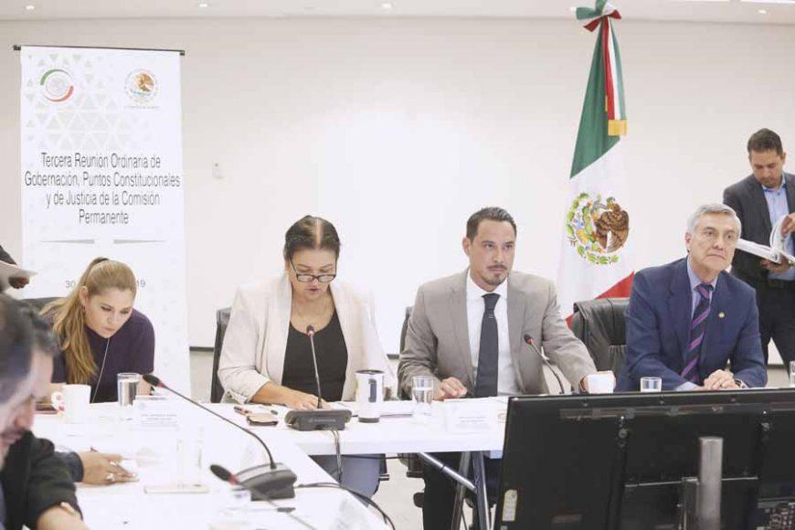 Senador Raúl Paz Alonzo durante la reunión de la Comisión de Puntos Constitucionales.