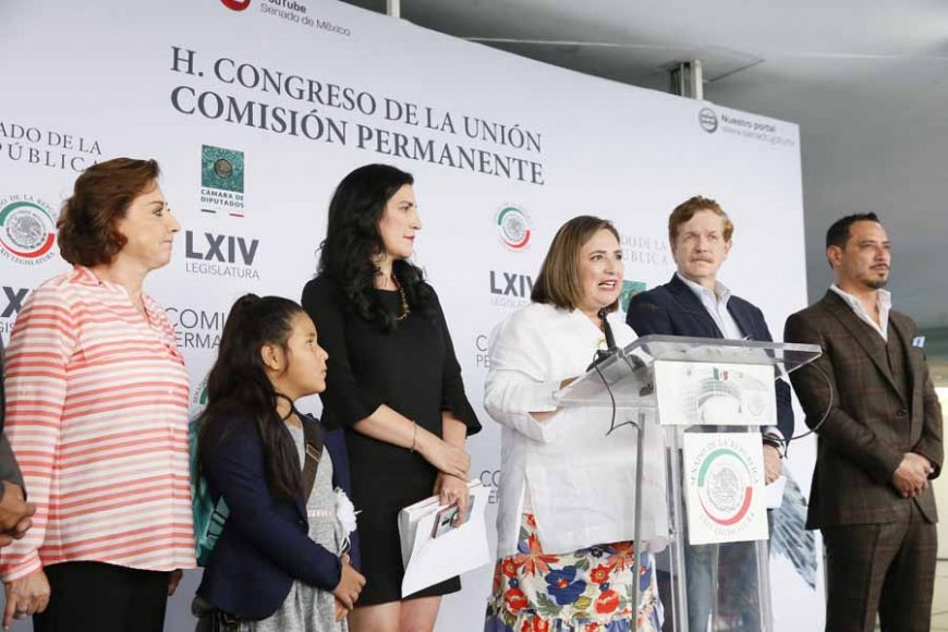 Conferencia de prensa concedida por senadores y diputados del PAN