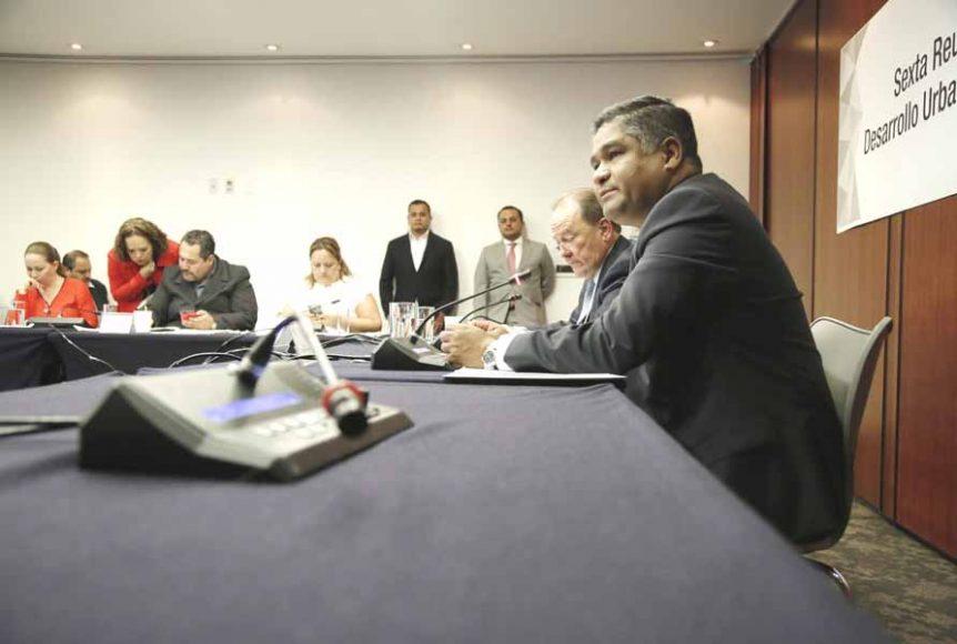 El senador panista Víctor Fuentes Solís presidió la reunión ordinaria de la Comisión de Desarrollo Urbano y Territorial y Vivienda; participó la senadora del PAN Gloria Elizabeth Núñez Sánchez.