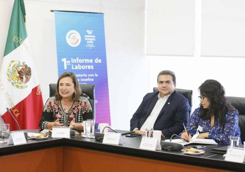 La senadora Kenia López Rabadán y el senador Juan Moya Clemente, durante el 1er. Informe de Actividades Legislativas de la senadora Josefina Vázquez Mota.