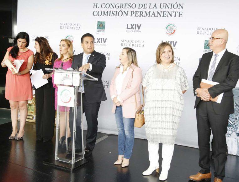 Senadores y diputados ofrecen conferencia de prensa conjunta