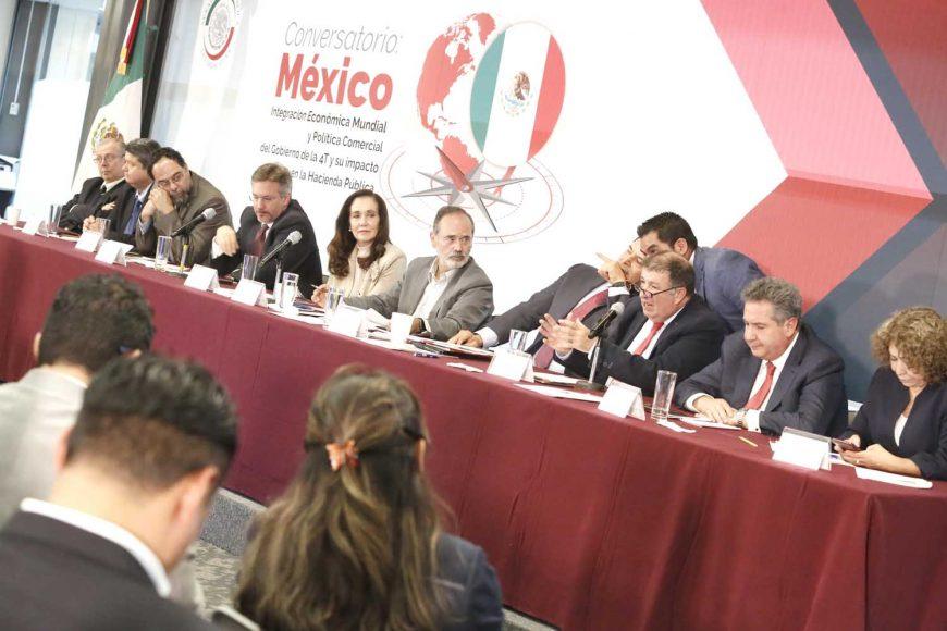 Senador Gustavo Madero Muñoz durante el conversatorio: Integración Económica Mundial y Política Comercial del Gobierno de la 4T  y su impacto en la Hacienda Pública.